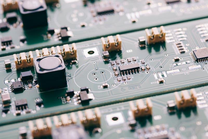 Monterande linje - elektronik royaltyfria bilder
