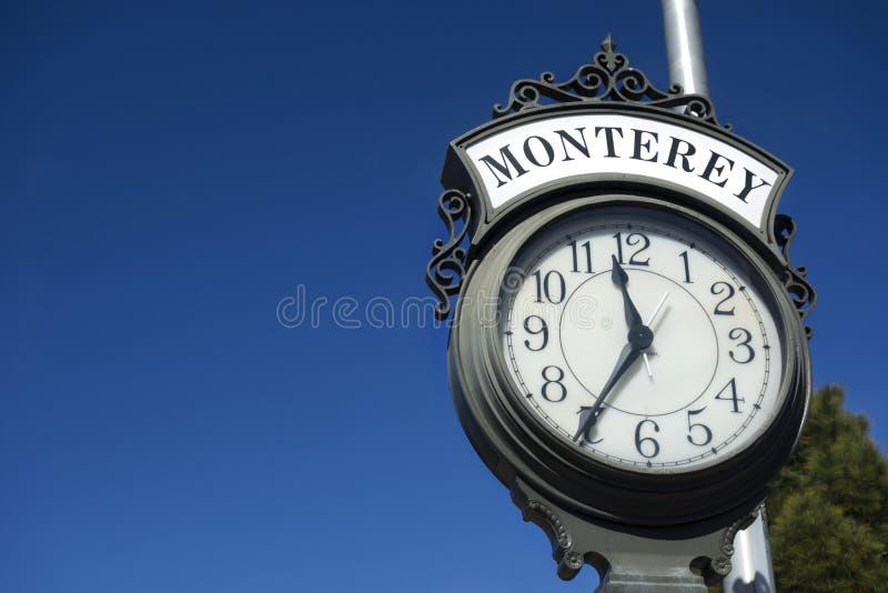 Monterey-Hafen-Eingangs-Straßen-Uhr nahe Fischer ` s Kai lizenzfreies stockfoto