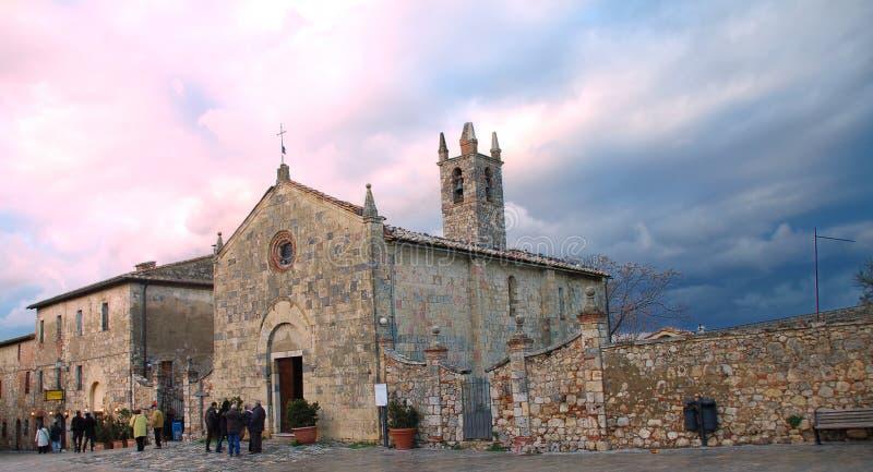Monteriggioni - Kerk stock fotografie
