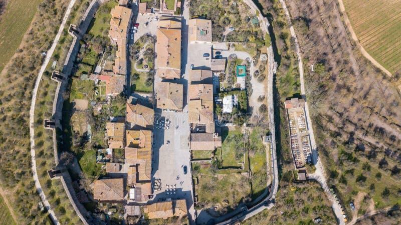 Monteriggioni, Siena, Italia Paisaje aéreo del abejón del pueblo medieval maravilloso Toscana, Italia fotografía de archivo
