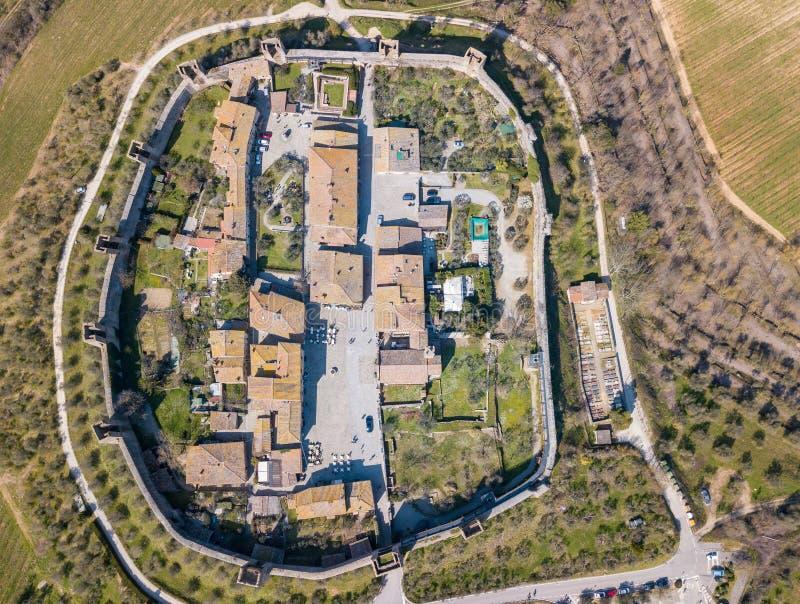 Monteriggioni, Siena, Italia Paisaje aéreo del abejón del pueblo medieval maravilloso Toscana, Italia imagen de archivo libre de regalías