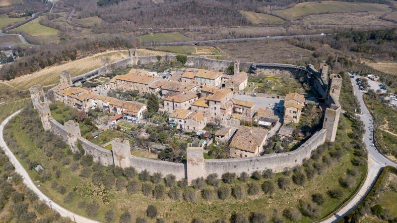 Monteriggioni, Siena, Italia Paisaje aéreo del abejón del pueblo medieval maravilloso Toscana, Italia fotos de archivo libres de regalías