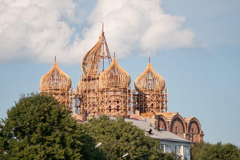Montering av kupolkyrkan arkivbild