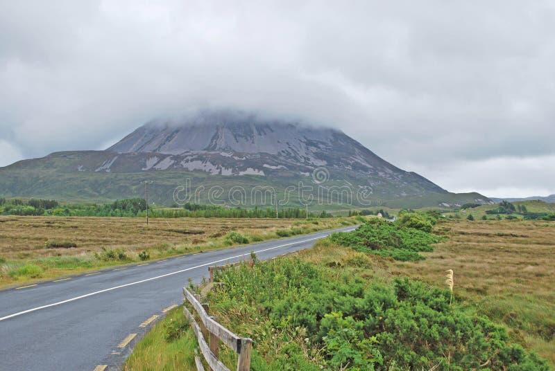 Montering Errigal Co Donegal Irland arkivfoto