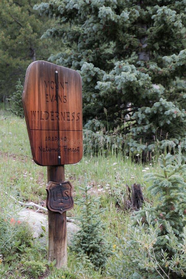 Montering Evans Wilderness Sign arkivbild