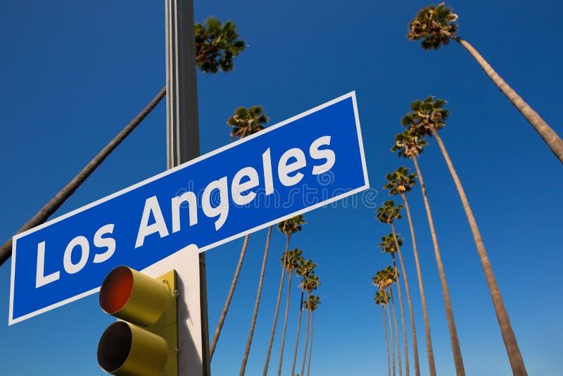 Montering för foto för vägmärke för LALos Angeles palmträd i rad royaltyfria foton