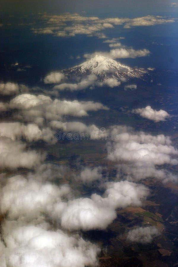 Montering Shasta från över arkivfoton