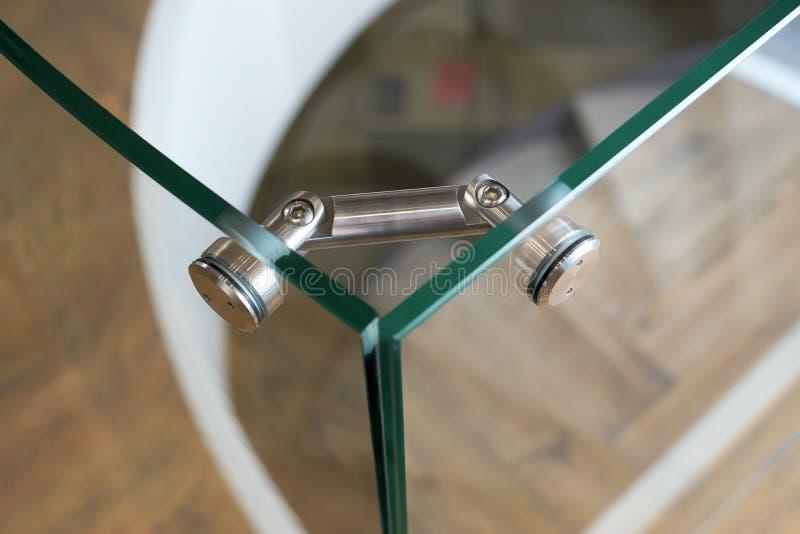 Monteringar för frameless glass fasader och väggar arkivfoton