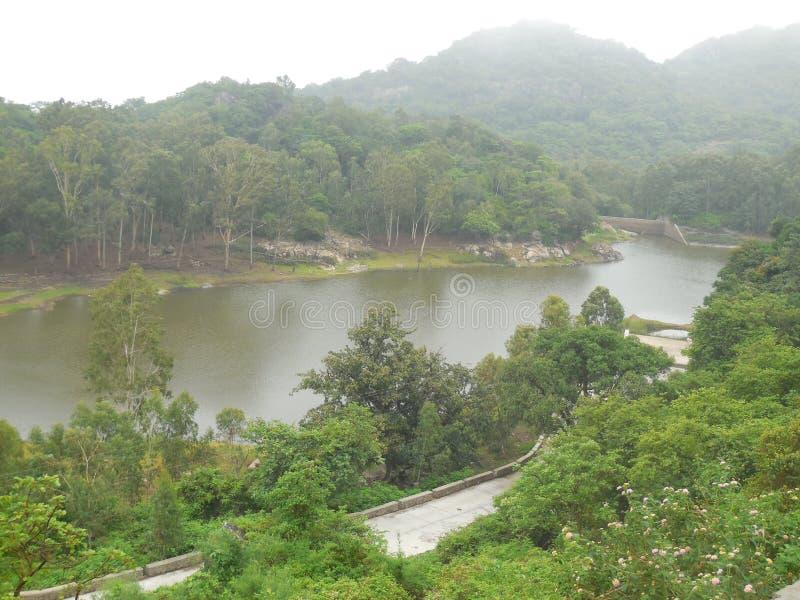 MonteringsAbu härlig flod royaltyfri fotografi