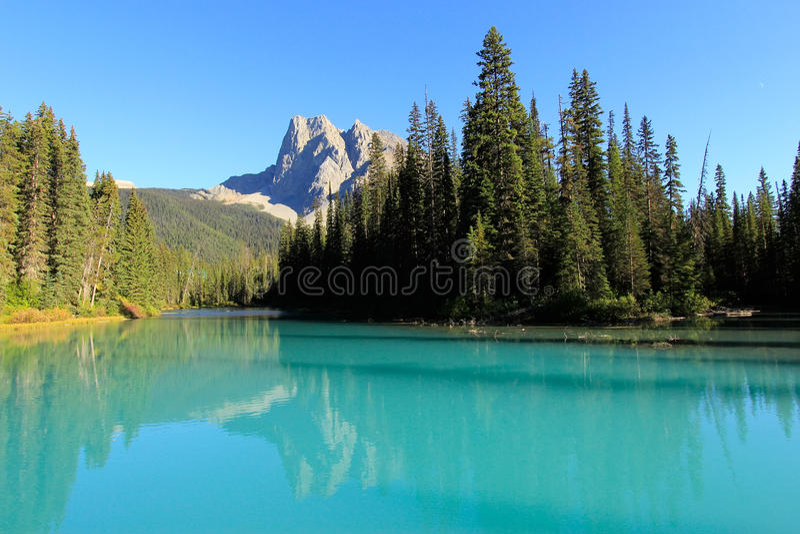 Monteringsborgare och Emerald Lake, Yoho National Park, Kanada royaltyfri fotografi