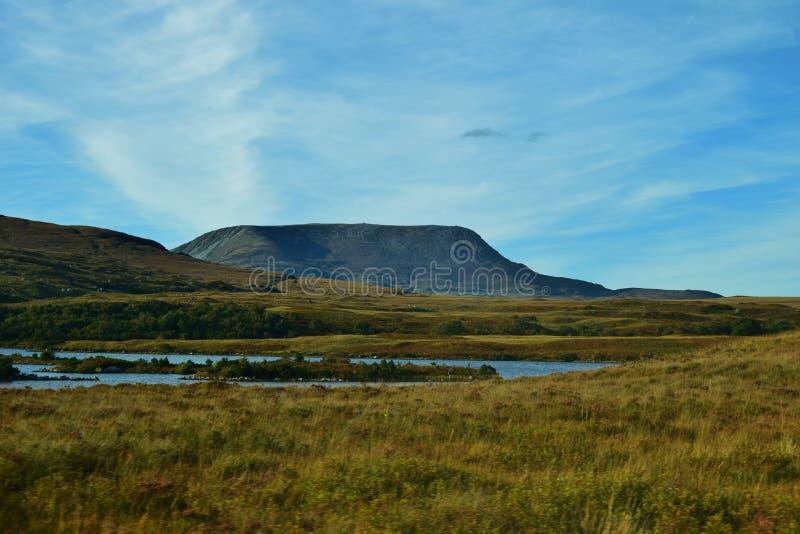 MonteringsErrigal sikt från den Glenveagh nationalparken fotografering för bildbyråer