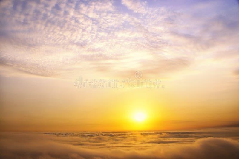 MonteringsHuangshan soluppgång i vinter arkivbild