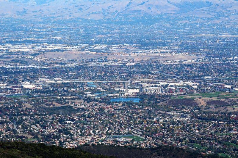 MonteringsUmunhum sikt av den Almaden dalen arkivfoto
