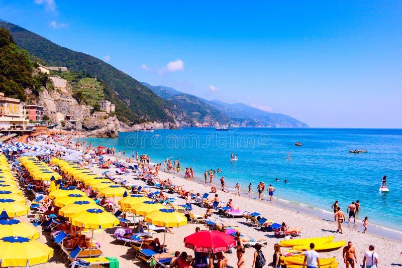 Monterosso al klacza plaża, Cinque Terre, Włochy fotografia stock
