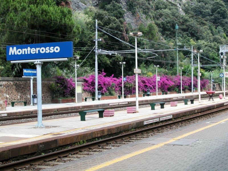 Monterosso Bahnhof, Cinque Terre, Italien stockfotos