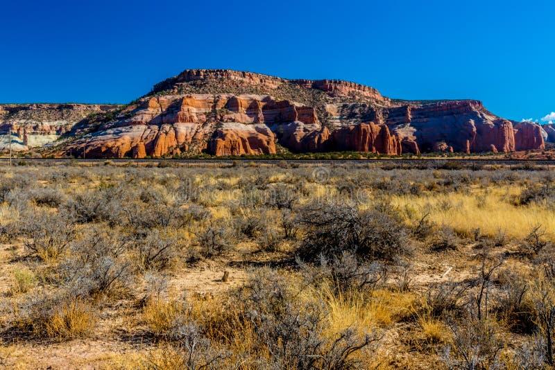 Montes coloridos do arenito na área do Arizona/New mexico imagens de stock