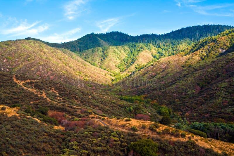 Montes coloridos em Garganta do rei fotografia de stock