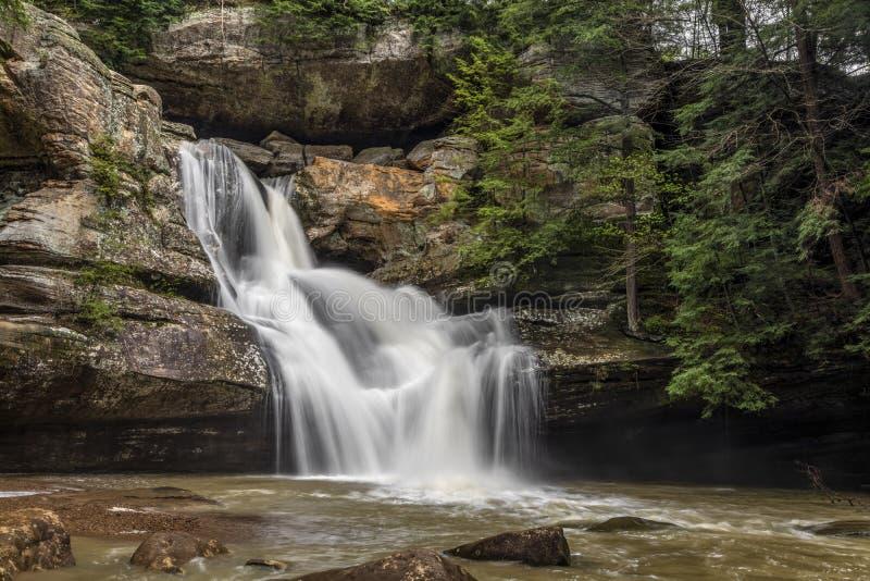 Montes de Cedar Falls Flow - de Hocking, Ohio fotos de stock
