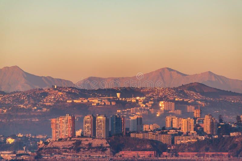 Montes de Valparaiso no por do sol fotografia de stock