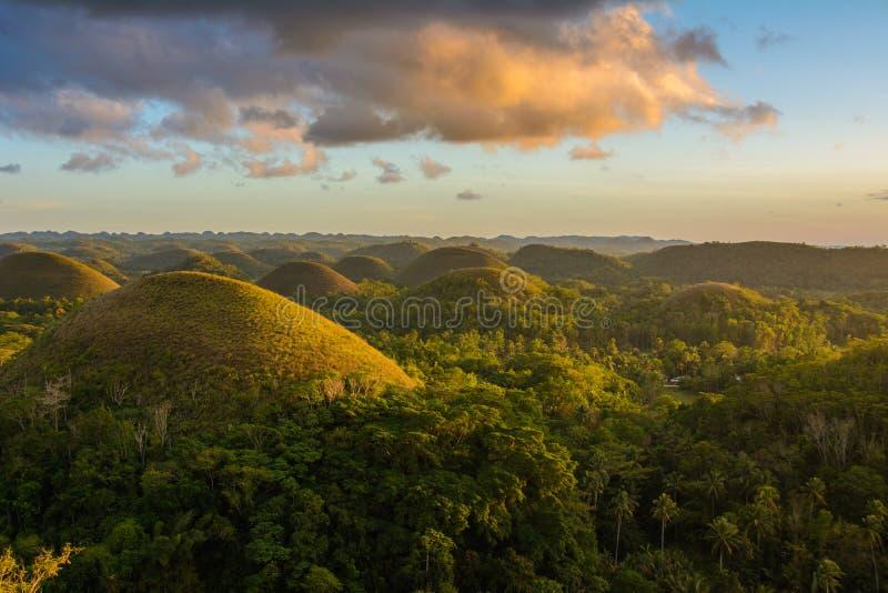 Montes do chocolate - marco principal da ilha de Bohol, Filipinas imagens de stock