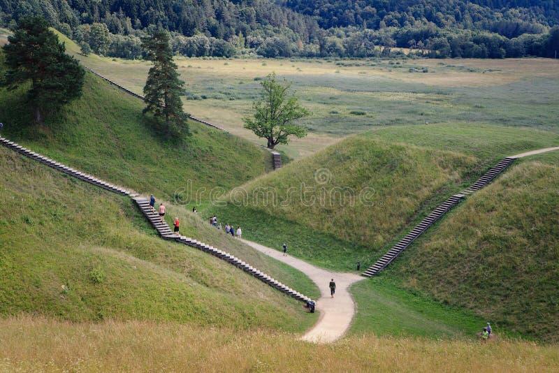 Montes do monte em Kernave principal histórico lituano fotos de stock