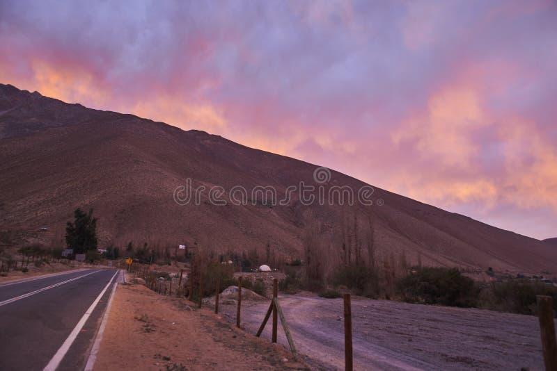Montes e montanhas no vale de Elqui imagens de stock