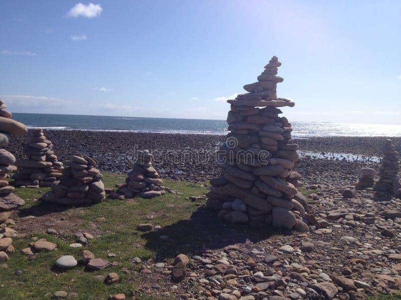 Montes santamente da pedra da ilha foto de stock