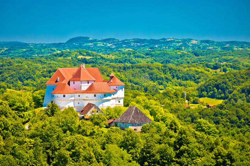 Montes verdes da opinião da região de Zagorje e do castelo de Veliki Tabor imagem de stock
