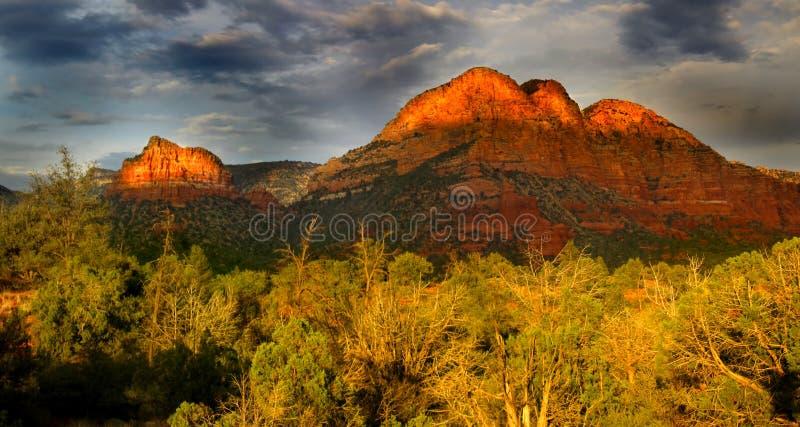 Montes vermelhos da rocha fotos de stock