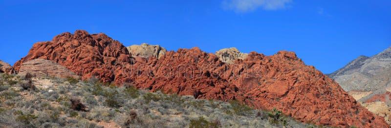 Montes vermelhos da rocha fotos de stock royalty free