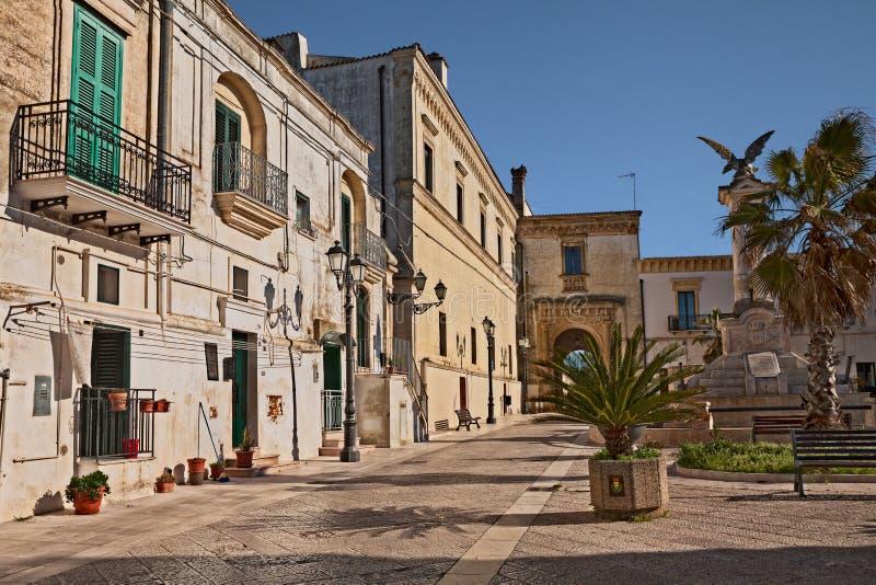 Montescaglioso, Matera, Basilicata, Itália: a praça da cidade Praça del Popolo imagens de stock