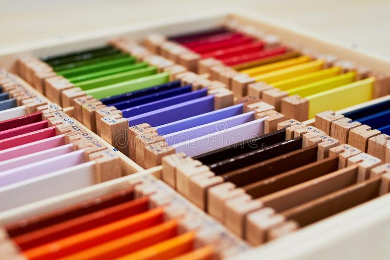 Montessori-Farbkasten 3 lizenzfreies stockbild