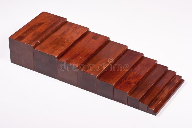 Montessori Scholingsmateriaal: Bruine Treden stock afbeelding