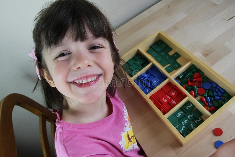 Montessoriraadsel. Peuter. royalty-vrije stock foto