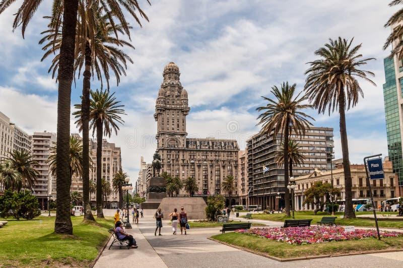 Montevideo - é a cidade principal e a maior de Uruguai fotografia de stock