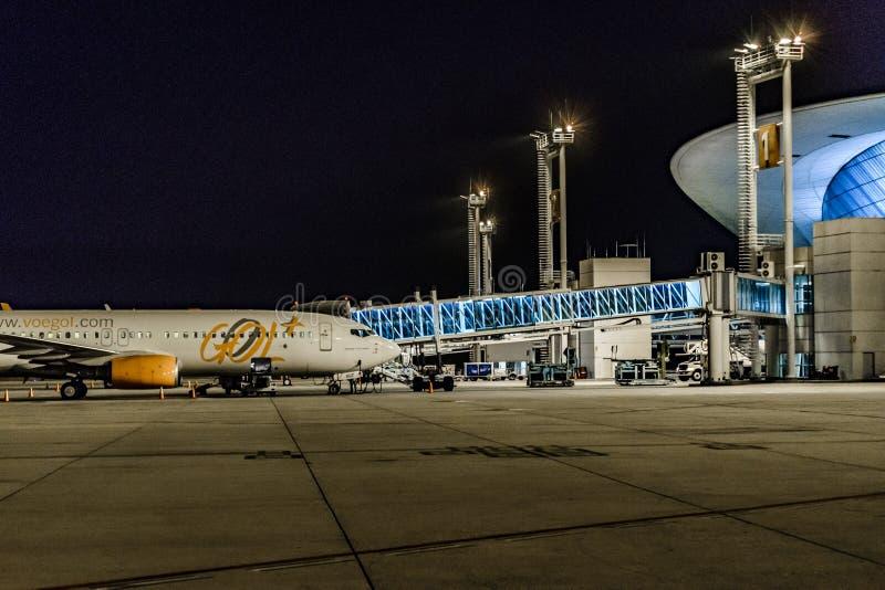Montevideo-Flughafen-Fassaden-Nachtszene lizenzfreie stockfotografie