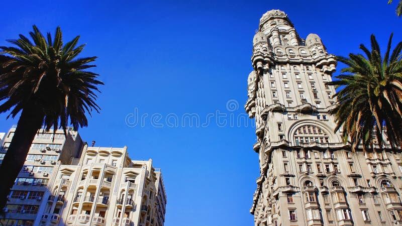 Montevideo - gamla stadsgator i historisk del av staden royaltyfri foto