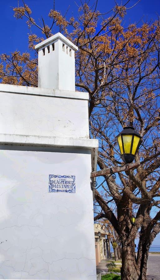 Montevideo - gamla stadsgator i historisk del av staden fotografering för bildbyråer