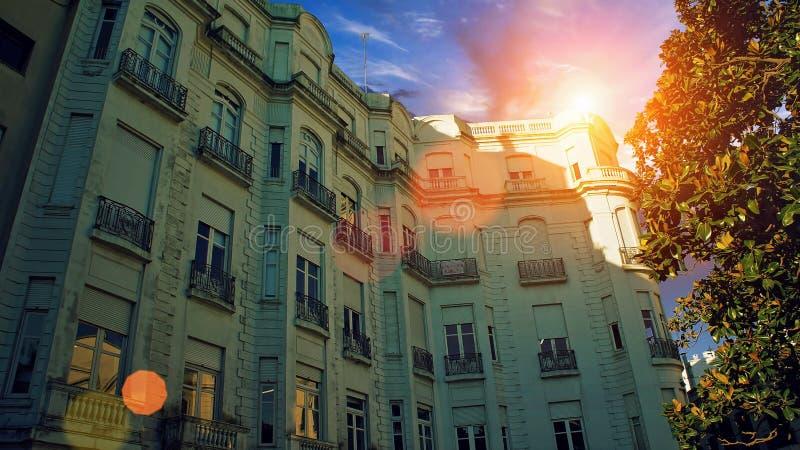 Montevideo - gamla stadsgator i historisk del av staden arkivbilder