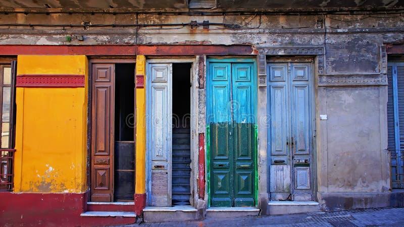 Montevideo - gamla stadsgator i historisk del av staden arkivbild