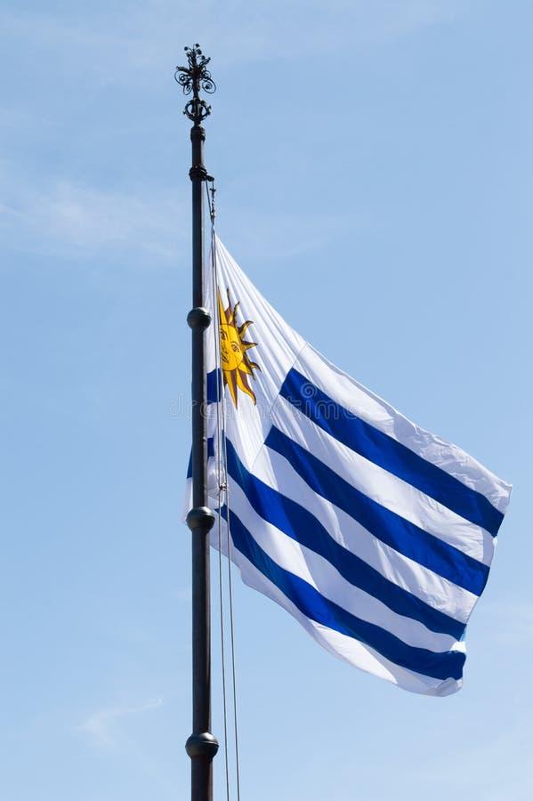"""MONTEVIDEO URUGUAY †""""OKTOBER 7, 2017: Flagga av Uruguay som vinkar i arvdagen fotografering för bildbyråer"""
