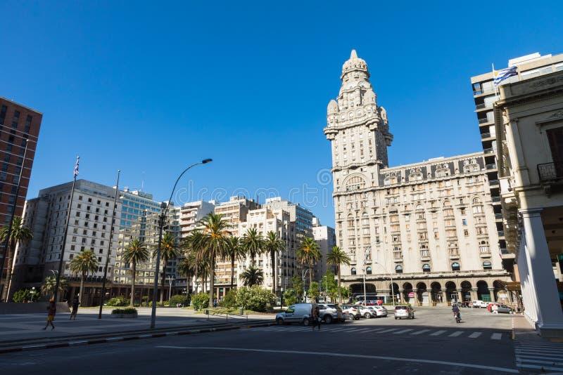 MONTEVIDEO URUGUAY - FEBRUARI 03, 2018: Palacio salva i cet fotografering för bildbyråer