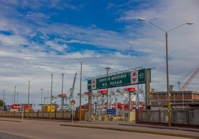MONTEVIDEO URUGUAY - MAJ 04, 2016: porten av montevideo är en av de viktigaste portarna i Uruguay och i söder arkivbilder