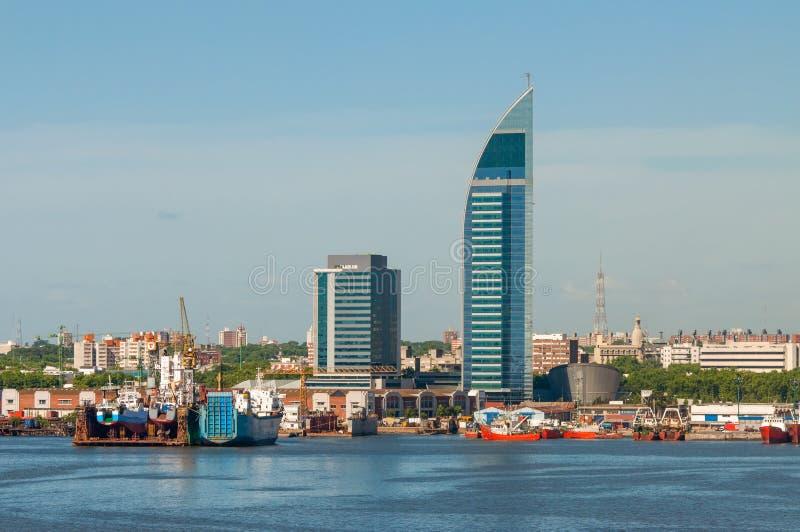 Montevideocityscape från portområde arkivfoto
