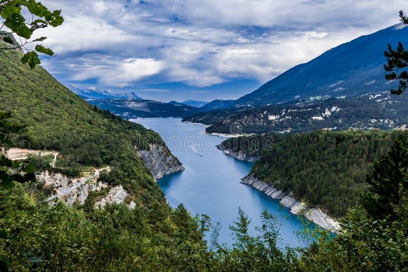 Monteynard del lago cerca de Grenoble imagen de archivo