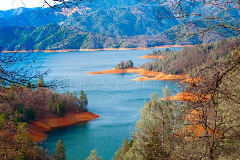 Montez les lacs Shasta photo libre de droits