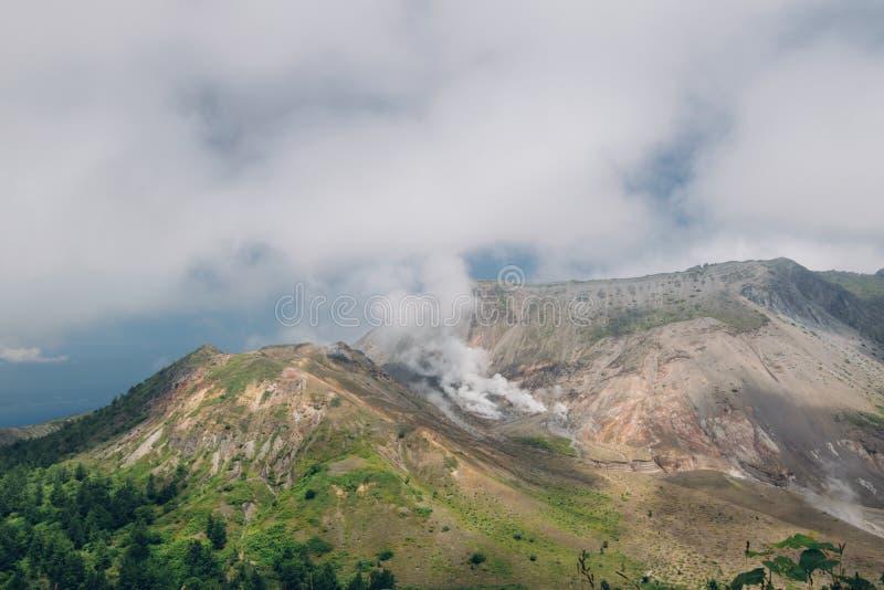 Montez Usu, volcan actif aux sud du lac Toya, Hokkaido, j photos stock