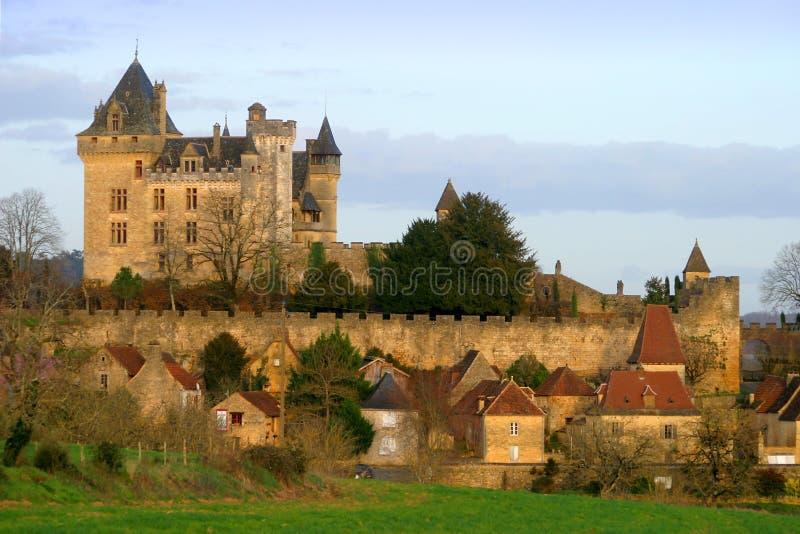 Montfort Schloss in Dordogne Frankreich lizenzfreie stockfotos