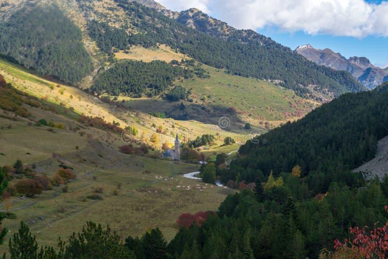 Montgarriheiligdom in de Pyreneeën, Spanje stock afbeeldingen