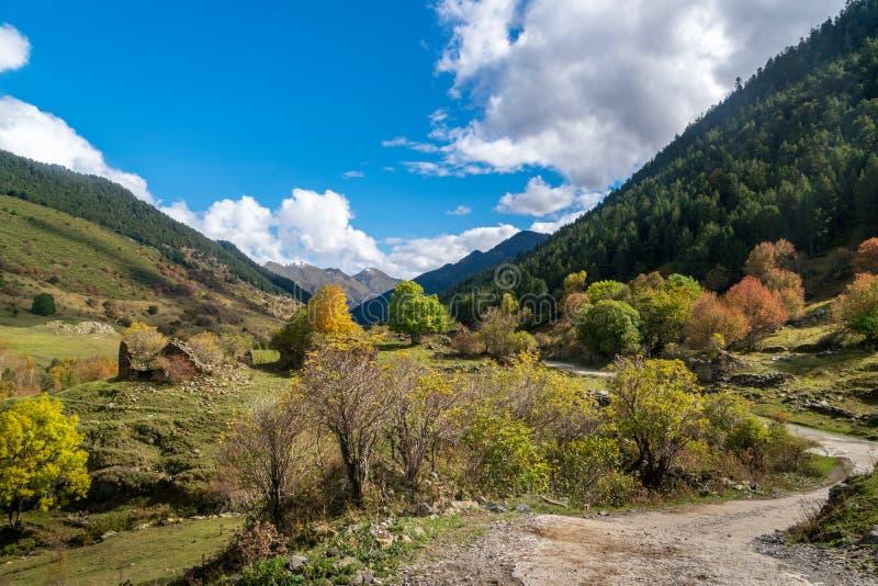 Montgarriheiligdom in de Pyreneeën, Spanje stock foto